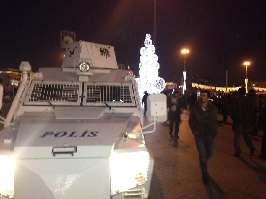 Съёмочная группа RT оказалась в эпицентре протестных действий в Стамбуле