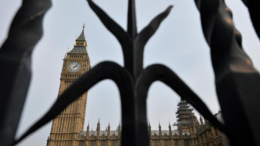Британские парламентарии зарабатывают миллионы фунтов на стороне