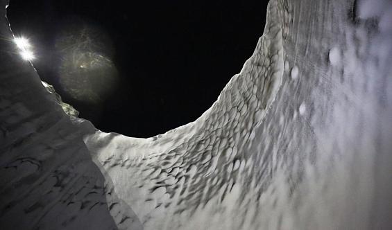 Учёные спустились в гигантский кратер на Ямальском полуострове
