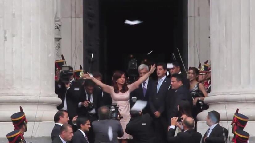 Сотни тысяч человек собрались на акцию в поддержку президента Аргентины Кристины Киршнер