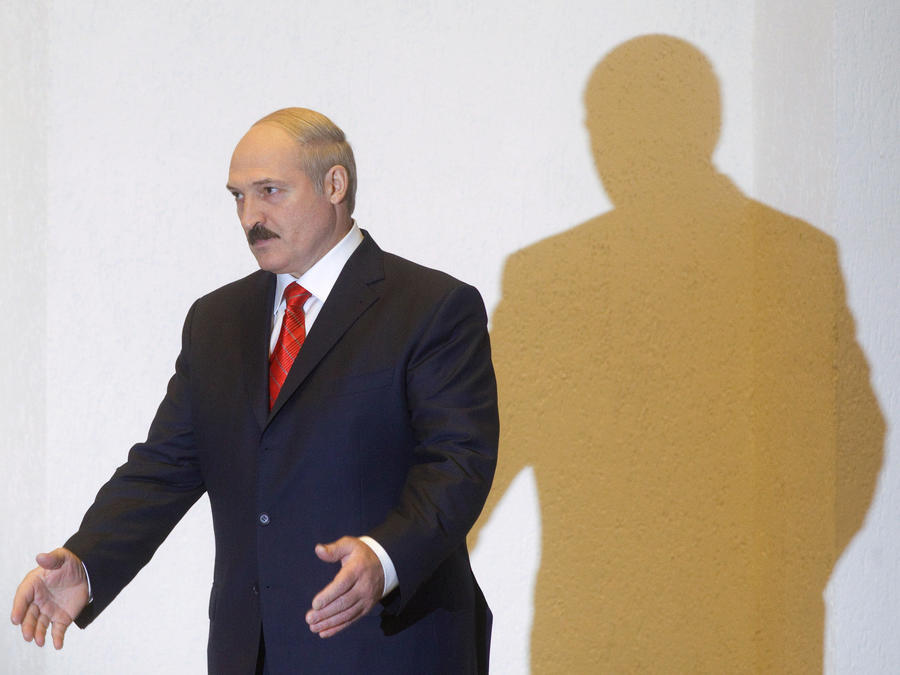 Александр Лукашенко объявил траур в память об Уго Чавесе