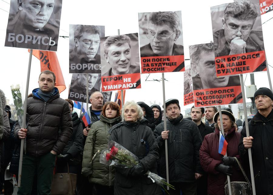 Траурное шествие в память о погибшем Борисе Немцове проходит в Москве