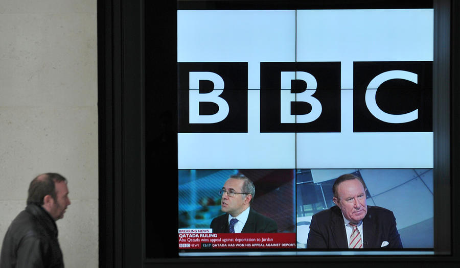Возмущённые зрители прислали телеведущей BBC деньги на визит к логопеду