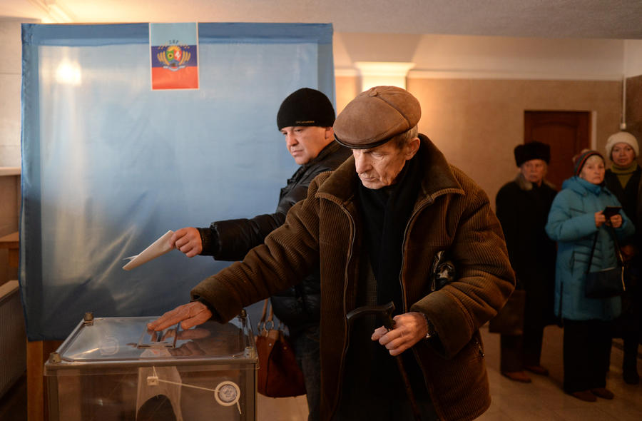 Выборы в ДНР и ЛНР: несмотря на угрозу провокаций, жители принимают активное участие в голосовании