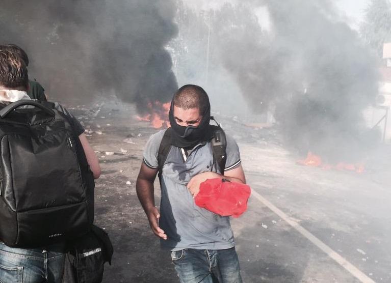 На венгеро-сербской границе продолжаются беспорядки, беженцы подожгли покрышки