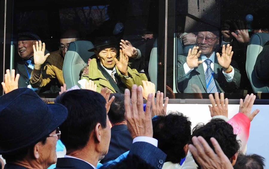 КНДР согласилась с предложением Сеула провести переговоры по возобновлению встреч семей, разделенных войной