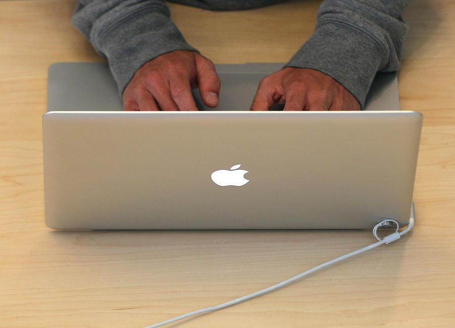 Американец хочет вступить в брак со своим Macbook