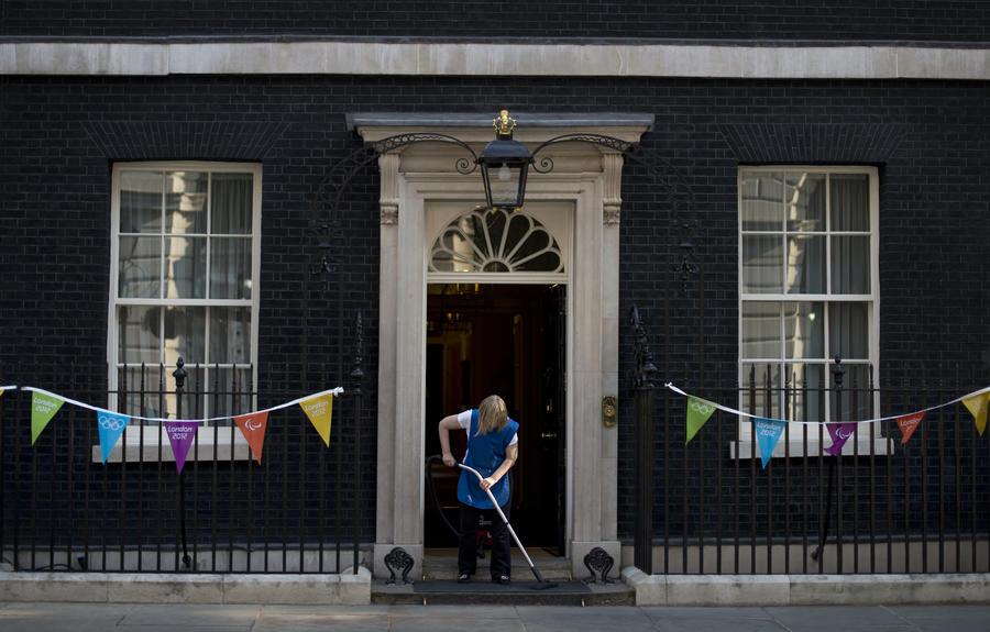 Министр по делам миграции Британии ушёл в отставку из-за уборщицы-иностранки