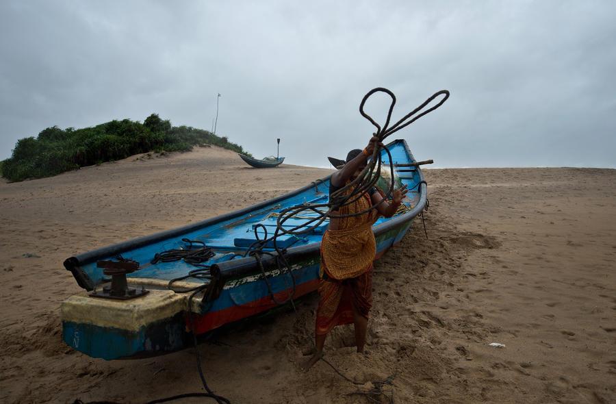 Индийские рыбаки пропадают без вести из-за урагана «Файлин»