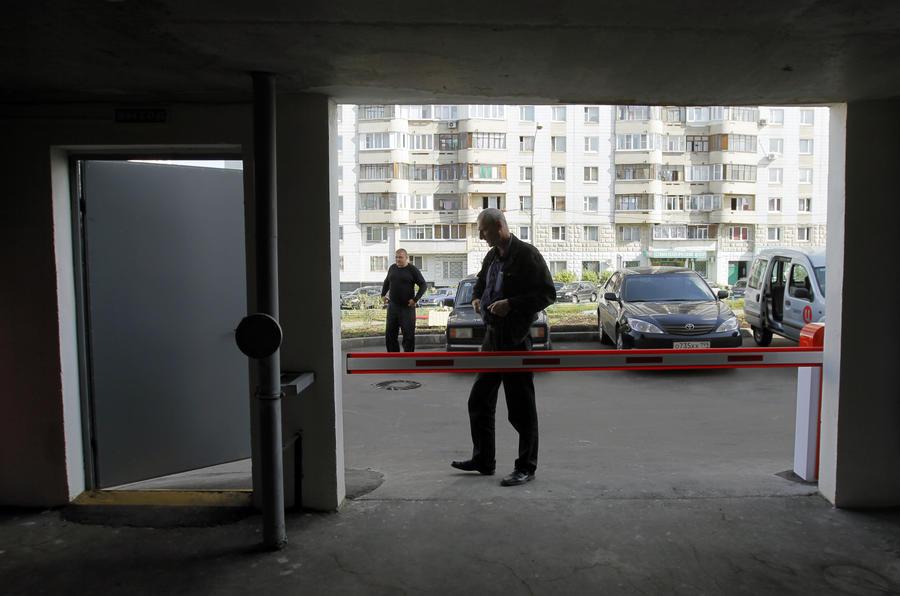 Москвичам разрешат защищать свои дворы от автомобилей чужаков