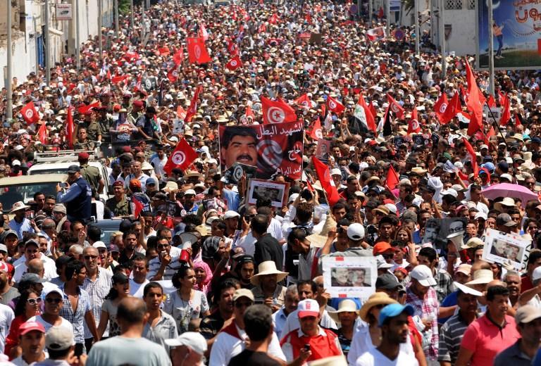 В Тунисе продолжаются столкновения демонстрантов с полицией