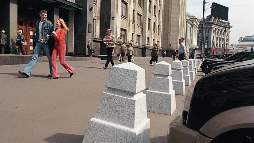 На парковке у Госдумы тесно: депутат попросил пронумеровать места для машин
