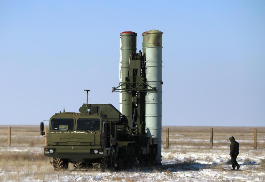 В Подмосковье развернут полковой комплект ЗРК С-400