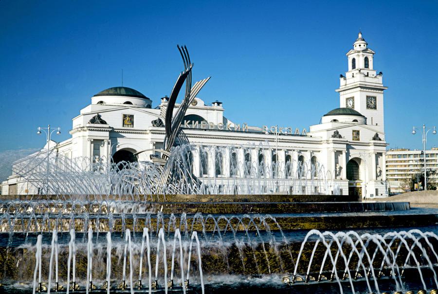 В связи с возвращением Крыма в состав России у Киевского вокзала в Москве предложили возвести храм
