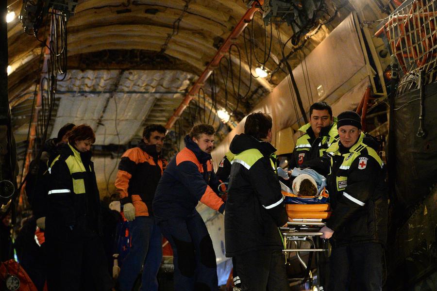 Самолёт МЧС России доставил в Москву семь пострадавших при терактах в Волгограде