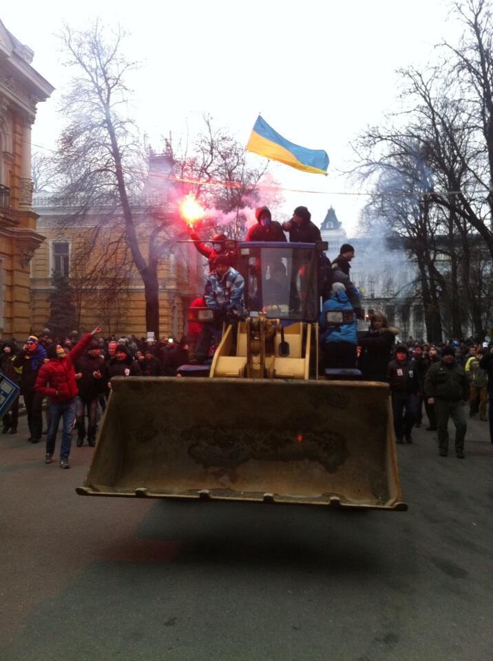 Оппозиция предприняла попытку штурма здания администрации президента Украины