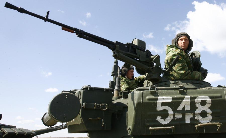 Украинские танки движутся по направлению к Славянску