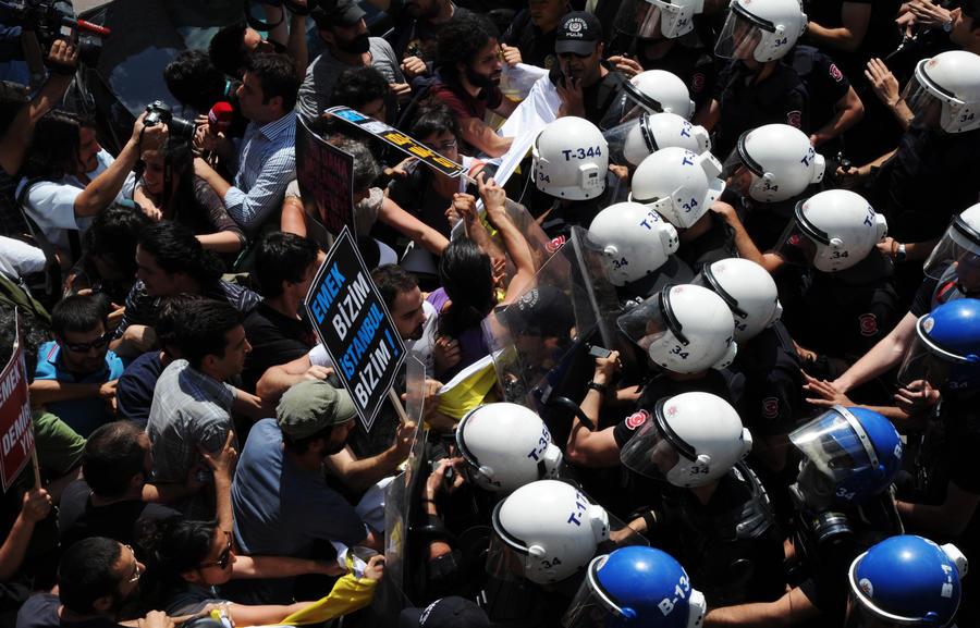 В Турции задержаны около тысячи митингующих