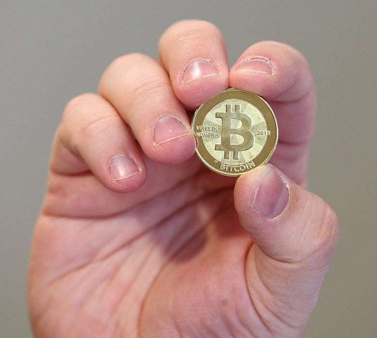 Китайский Народный банк обрушил курс биткоина на $300