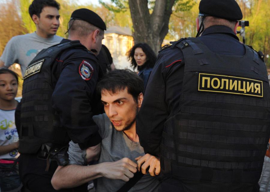 Два участника акции «ОккупайГорький» просидят в полиции до утра