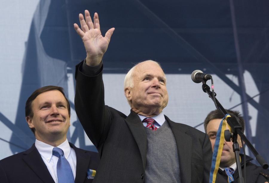 Еврейские организации обвинили Джона Маккейна в неразборчивости из-за контактов с националистом Тягнибоком