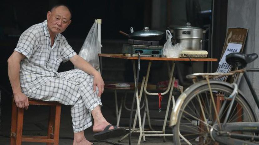 Китайцев обязали навещать пожилых родителей