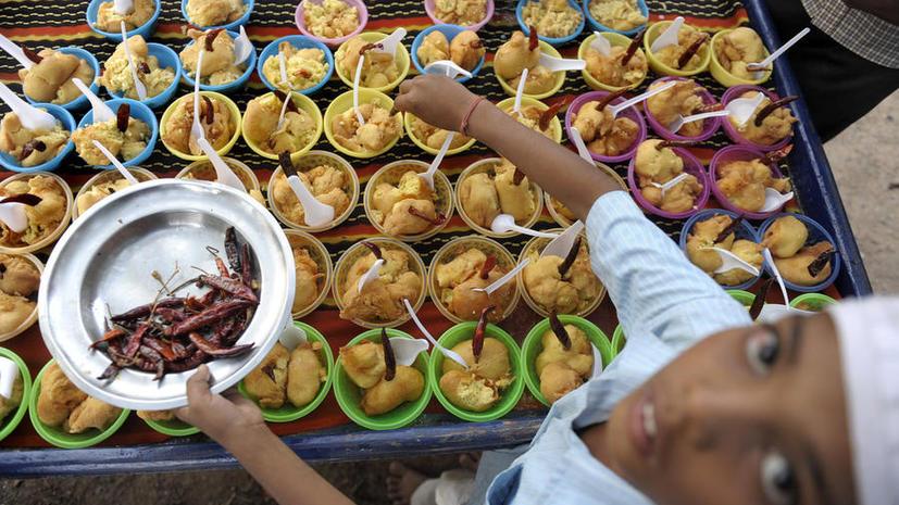 11 индийских школьников скончались от отравления бесплатными обедами