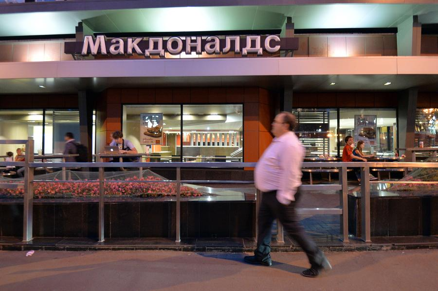 Опрос: большинство россиян поддерживают закрытие McDonald's