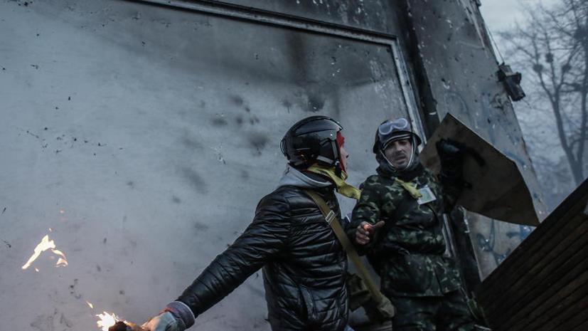 В центре Киева в милицию летят коктейли Молотова