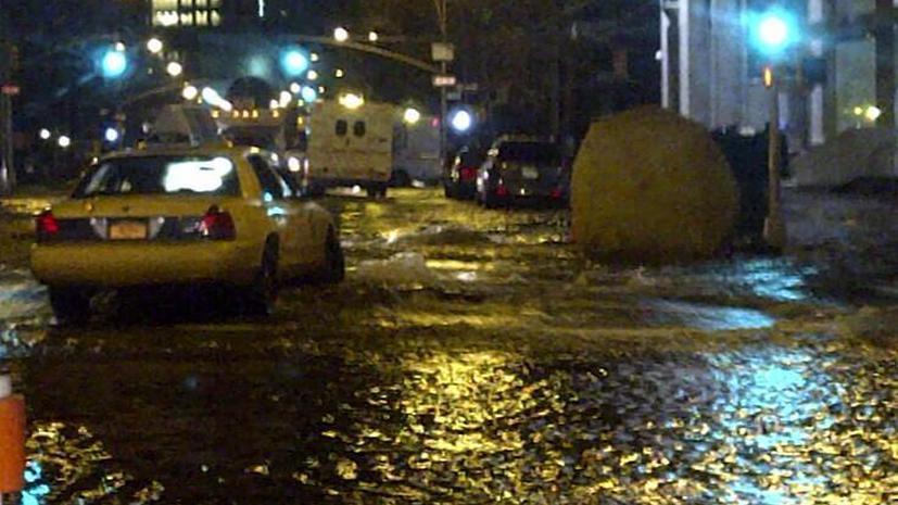Потоп на Бродвее: вода из трубы заливает улицы Нью-Йорка
