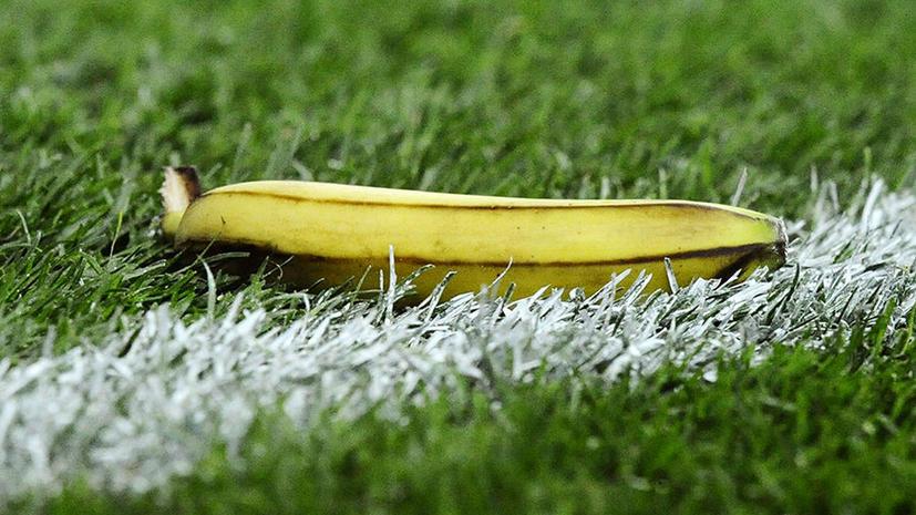 Британский пенсионер запустил в футбольного арбитра бананом