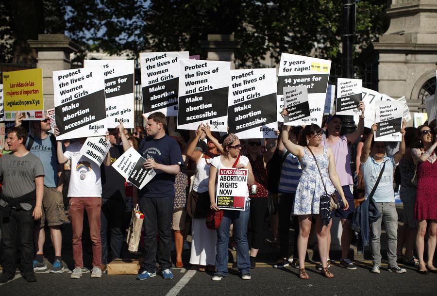 В Ирландии вступил в силу закон о праве на аборт в случае угрозы жизни матери