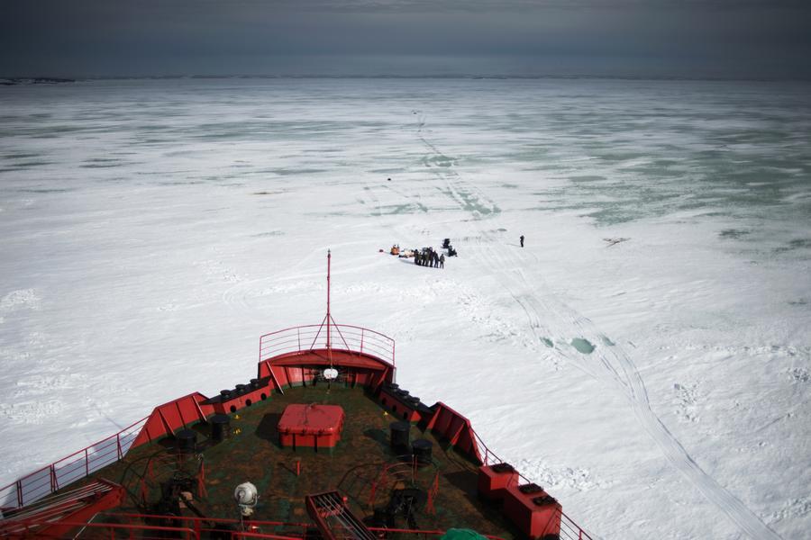 Американские сенаторы: США нуждаются в ледоколе за $1 млрд для противостояния России в Арктике