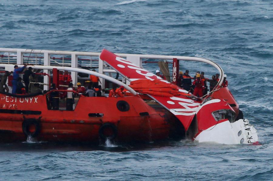 В Яванском море начата операция по подъёму со дна фюзеляжа лайнера AirAsia