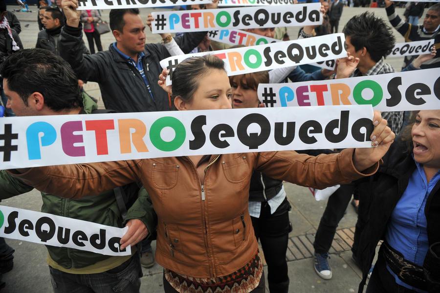 Мэр Боготы уволен из-за мусора