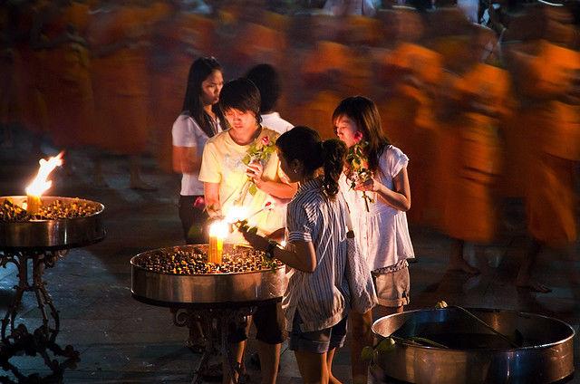 На буддийском фестивале в Таиланде взорвалась граната: четверо погибли