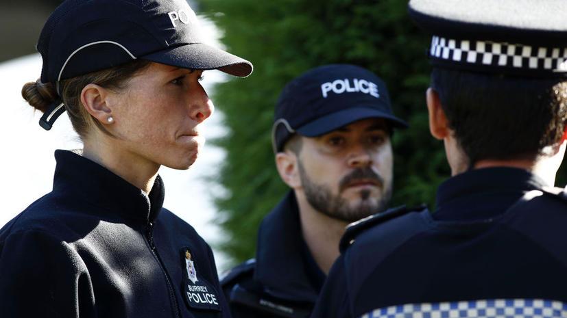 «Меня как будто изнасиловали»: британская полиция раздела догола 44 тыс. юношей и девушек