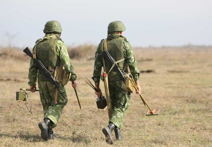 Полицейский подорвался на мине в Чечне