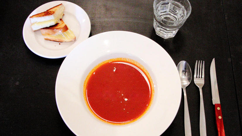 Исследование: Консервированные помидоры и сосиски - самые вредные продукты