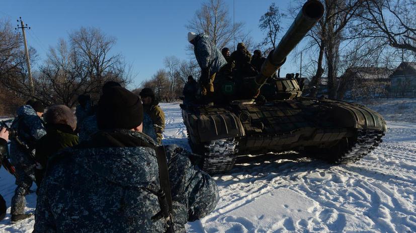 Ополченцы отводят тяжёлую технику от линии соприкосновения в Донбассе