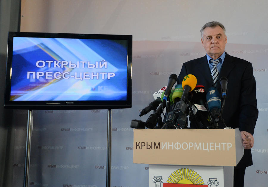 Глава крымского ЦИК: Украинских военных не выпускают из частей для голосования на референдуме