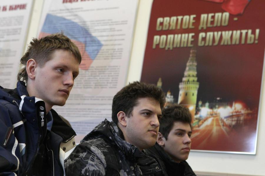СМИ: военкоматы прекратят отлавливать призывников