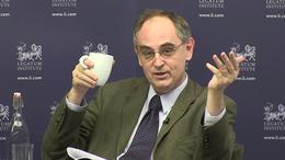 «Чудаки и пропагандисты»: знакомьтесь с редактором The Economist, который хочет заткнуть рот RT