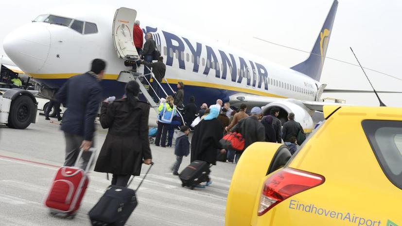 Ryanair заставит пилотов летать медленнее ради экономии