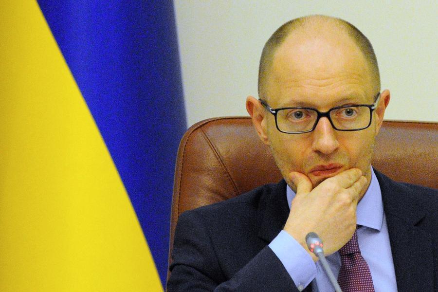 Арсений Яценюк пожаловался западным СМИ на Грецию, которая отвлекает внимание ЕС от Украины
