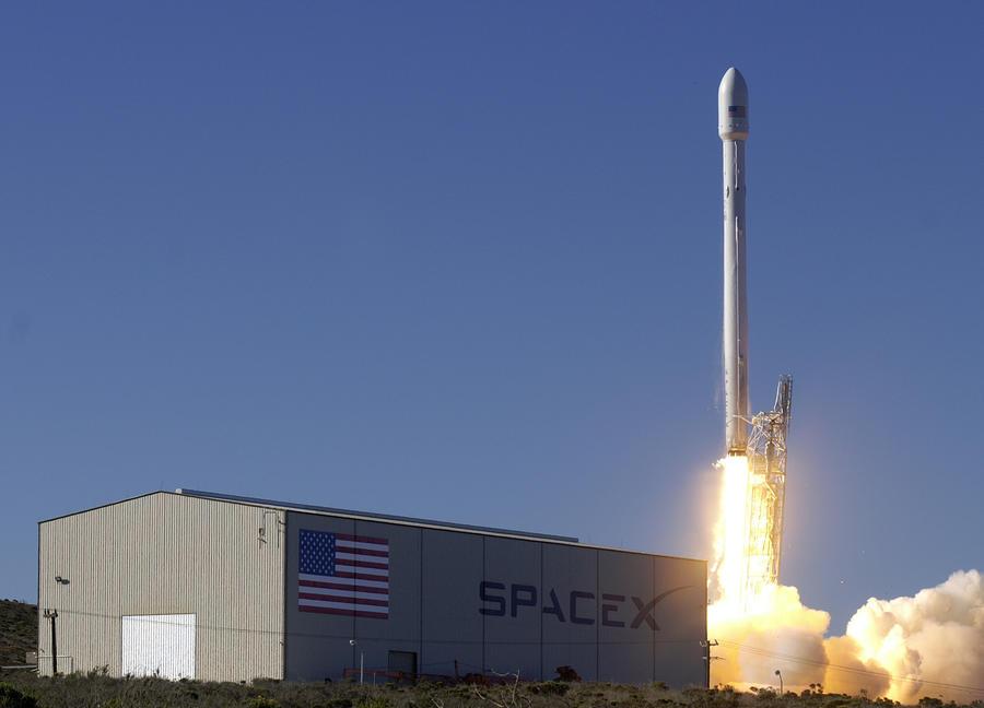 SpaceX отложила запуск научного спутника из-за технических проблем