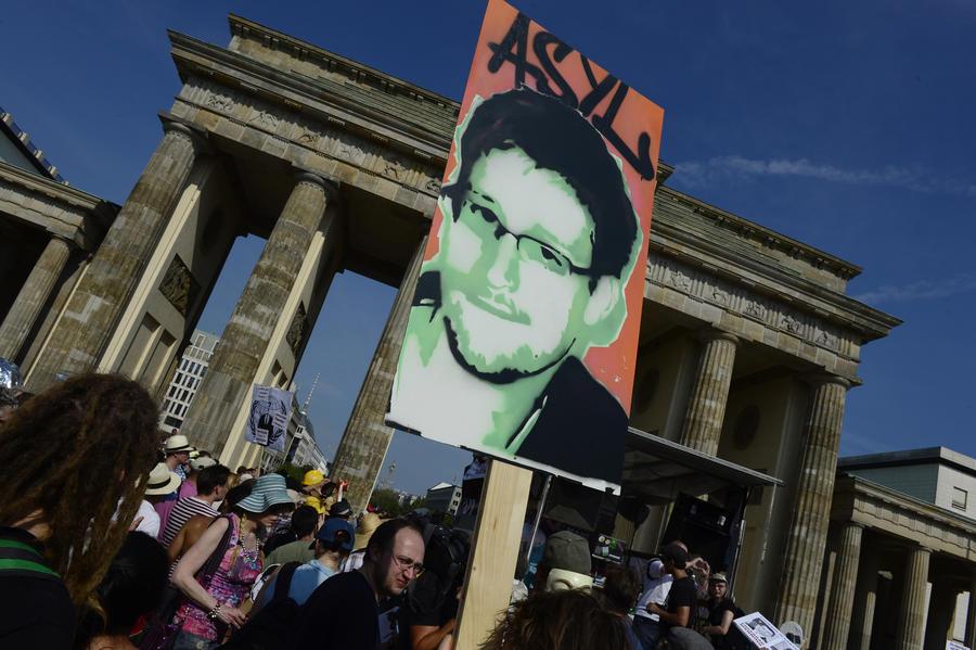 СМИ: Сноуден вступил в переговоры с Россией ещё до прилёта в «Шереметьево»