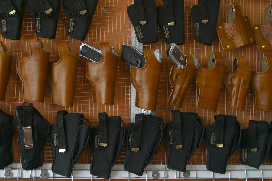 Производитель оружия Smith&Wesson заявил о рекордных продажах из-за частых перестрелок в США