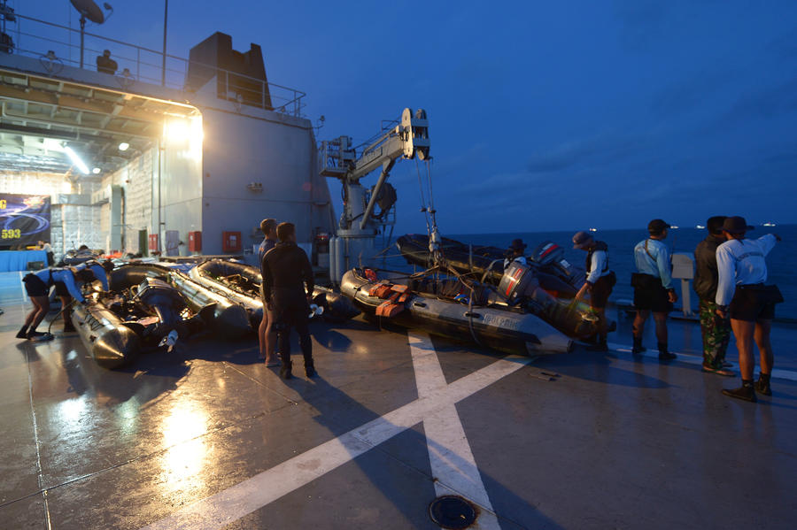 Спасатели засекли сигналы чёрных ящиков затонувшего лайнера AirAsia
