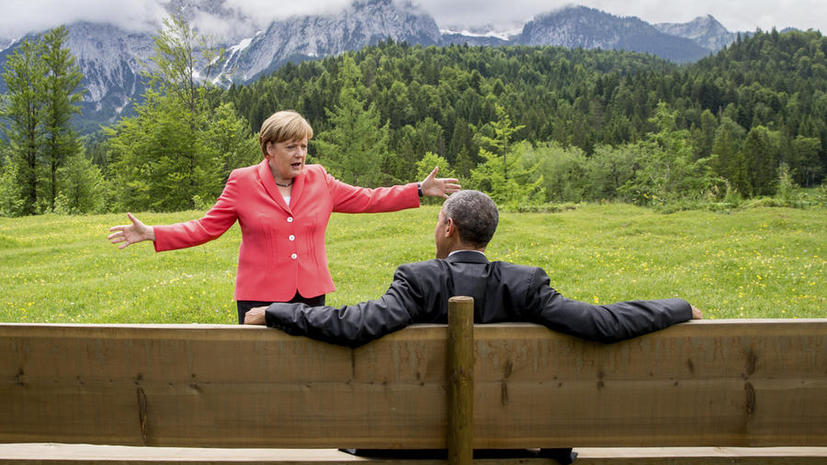 Разводящая руками Ангела Меркель и сидящий на лавочке Обама породили волну творчества в соцсетях